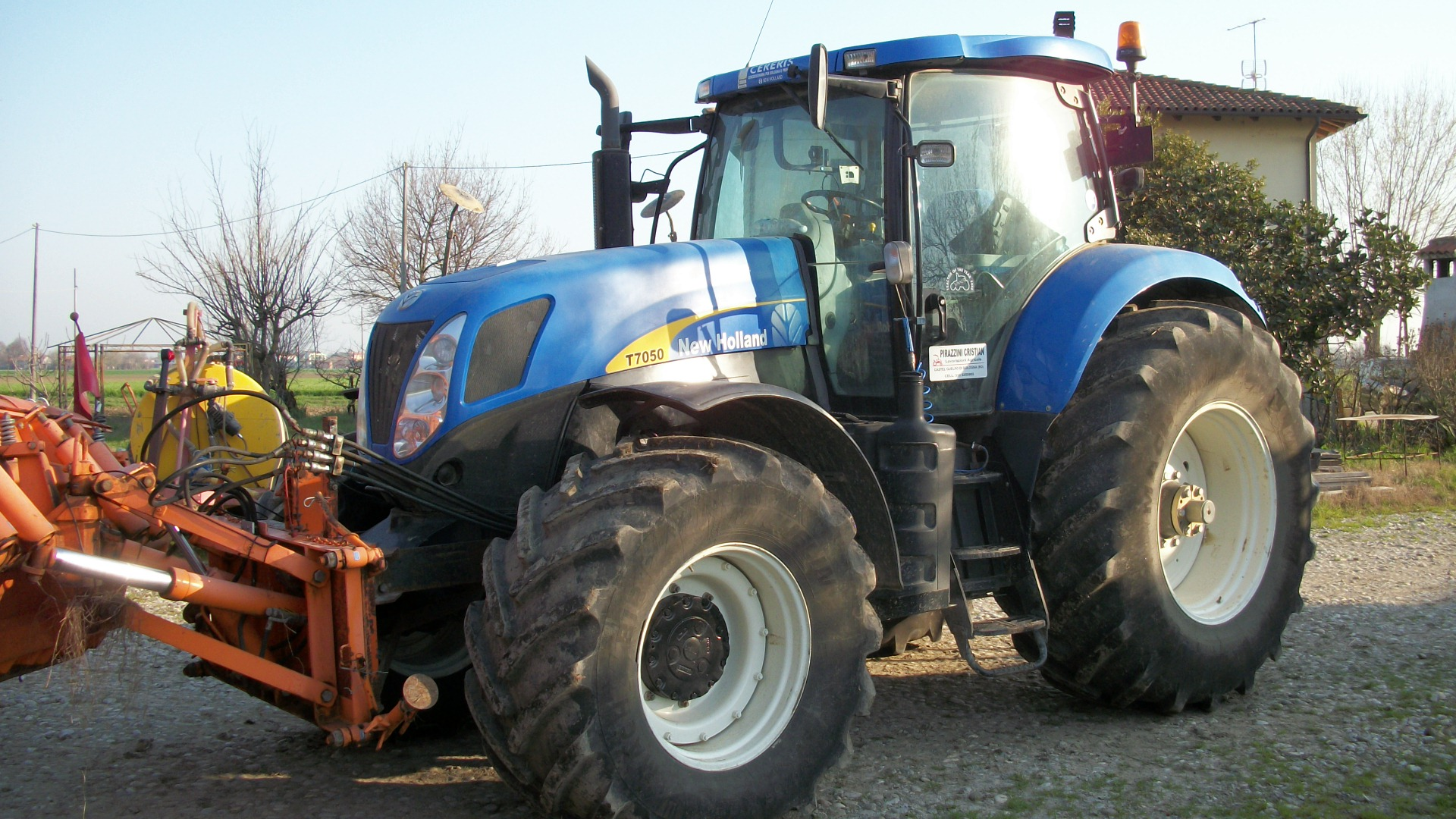 New holland t 7050 trattori agricoli normali segni d 39 uso for Consorzio agrario piacenza trattori usati