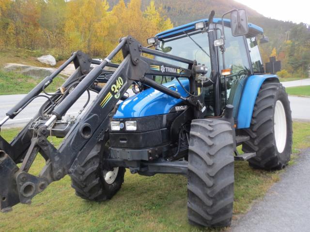 New holland tl100dc trattori agricoli normali segni d for Trattori agricoli usati in sardegna